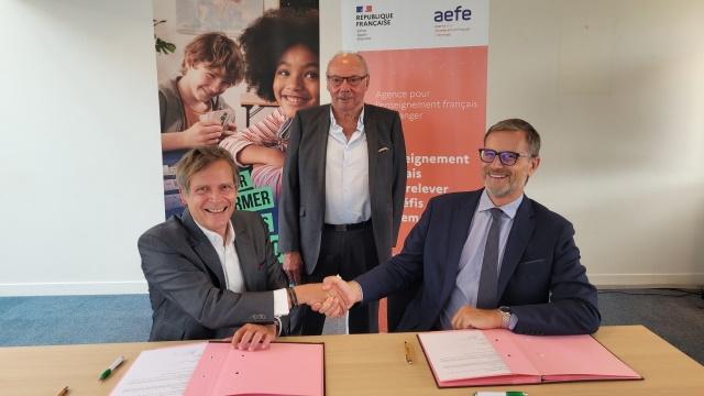 Signature AEFE 2.jpg
